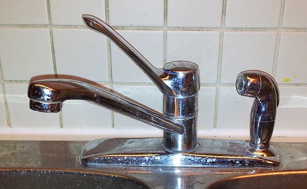 loose MOEN kitchen faucet